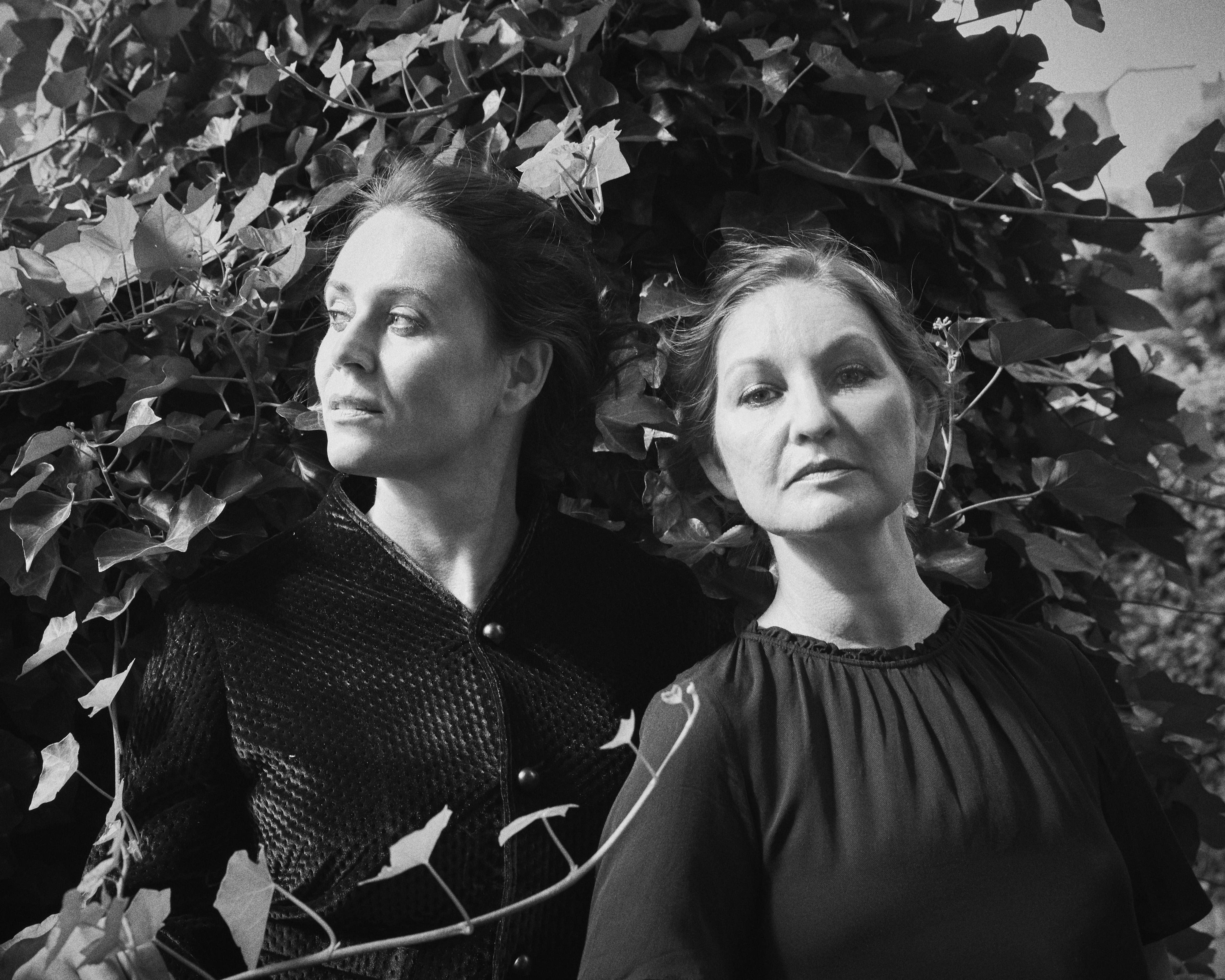 Naja Marie Aidt og Mette Moestrup, 2016. Fotograf: Mikkel Tjellesen.  (Få høj opløsning fra Gyldendal)
